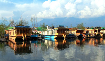 Kashmir Houseboat Tours